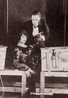 Les grands magiciens - Explication tour de magie femme coupee en deux ...